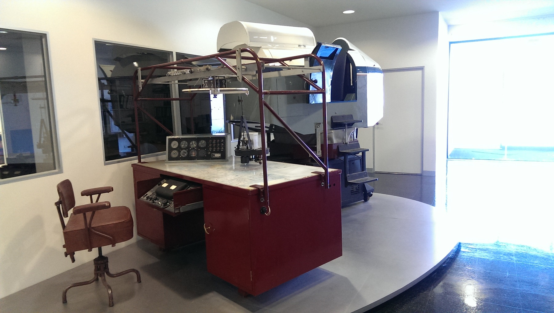Link Trainer       Instructor Station